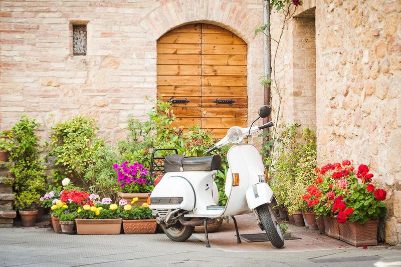 意大利最受欢迎的交通工具之一-老式维斯帕