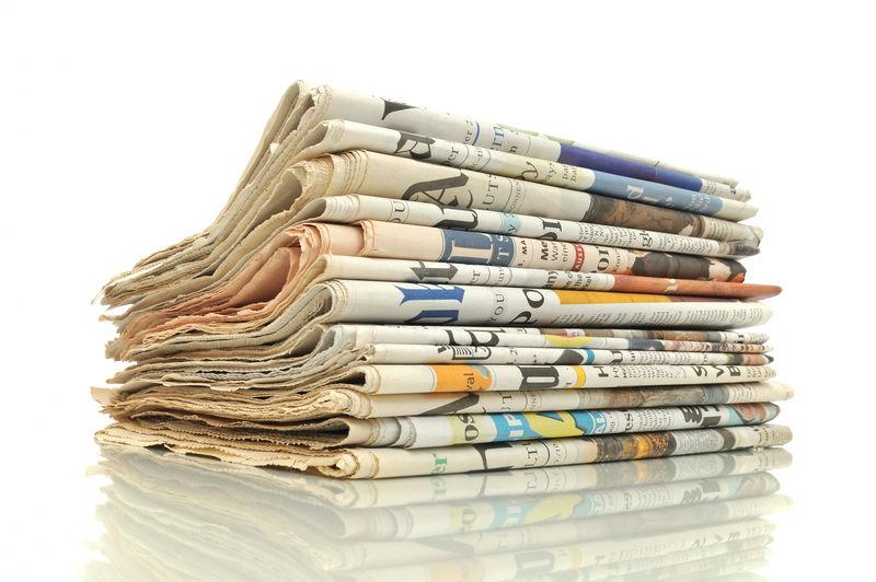 一堆白底的报纸