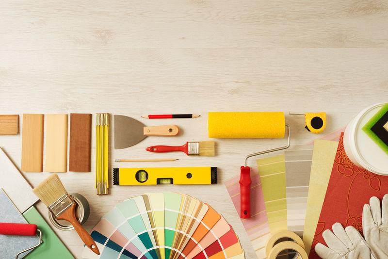 装饰和DIY爱好工具和彩色样本-顶部有复印空间-俯视图
