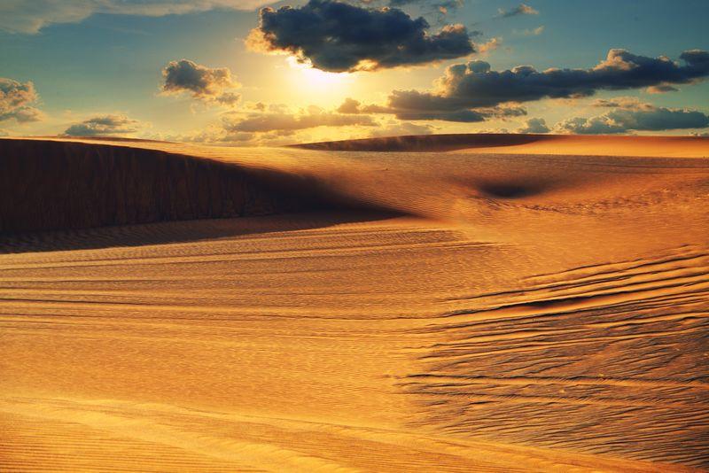 日落时的阿拉伯沙漠