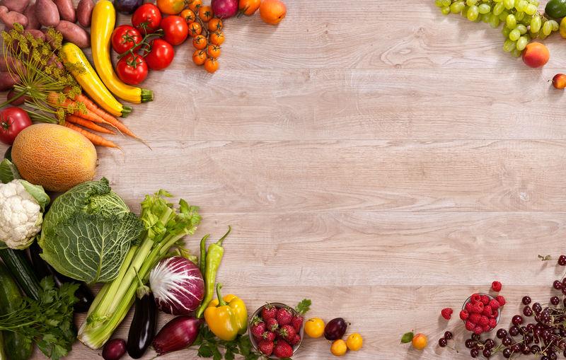 餐桌上不同蔬果的健康饮食背景摄影