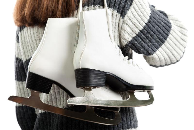 举办冬季活动的女子溜冰运动滑冰