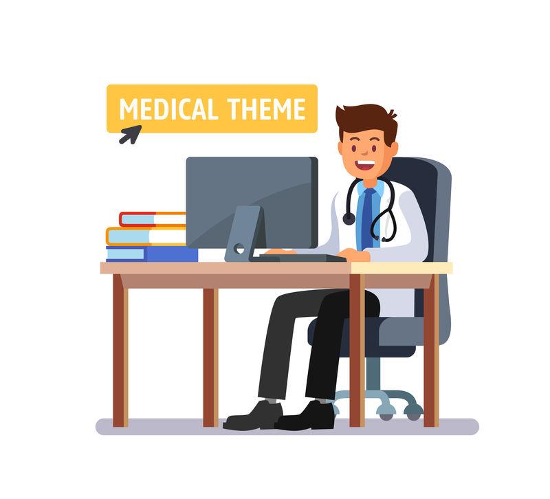 医生坐在桌旁用电脑工作。