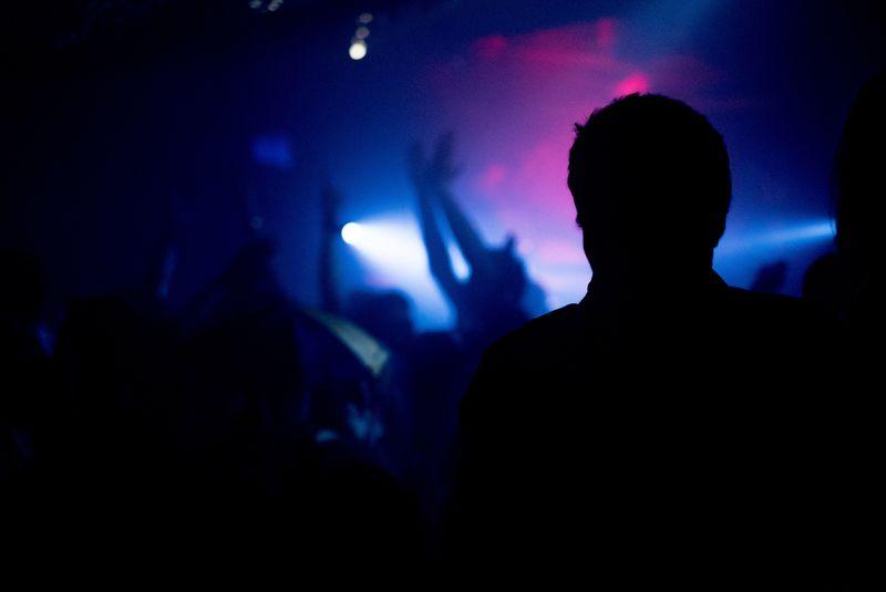 光影中的歌手
