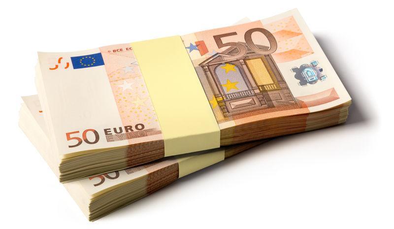 一堆50欧元的钞票-象征金钱、财富、收入和支出的照片