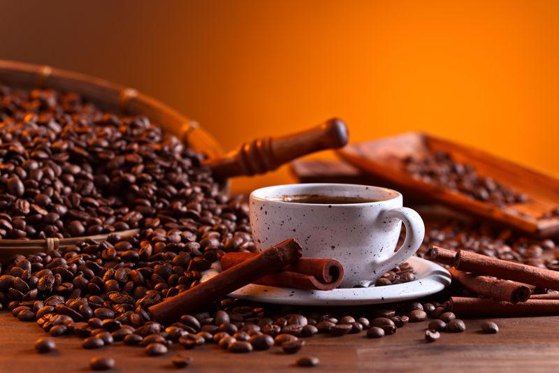咖啡和肉桂