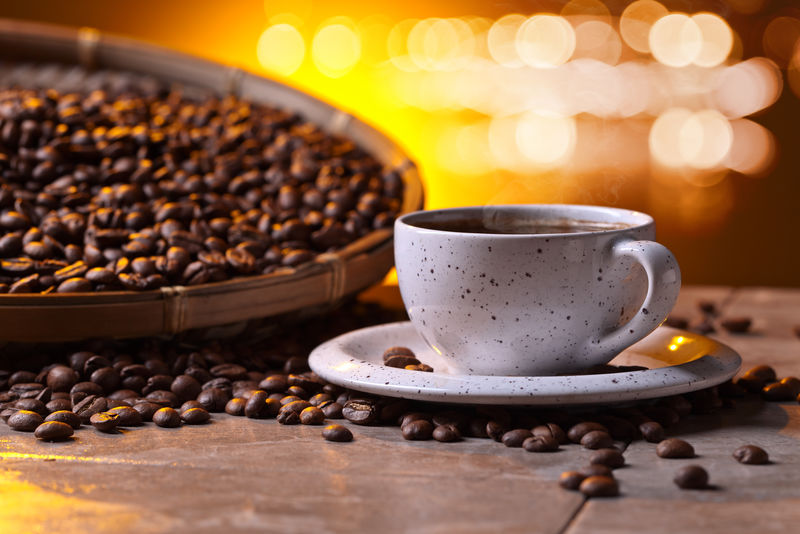 一杯黑咖啡豆