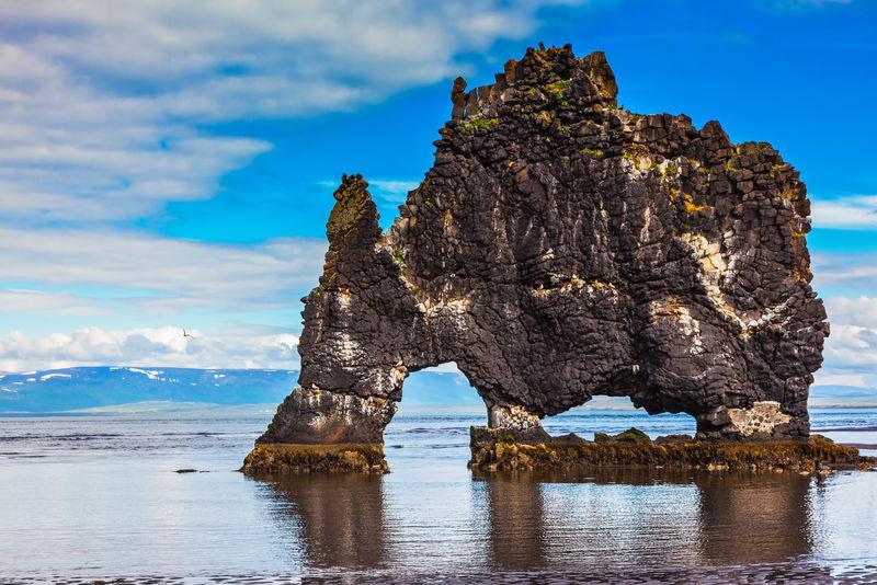 作为史前巨兽的冰岛悬崖