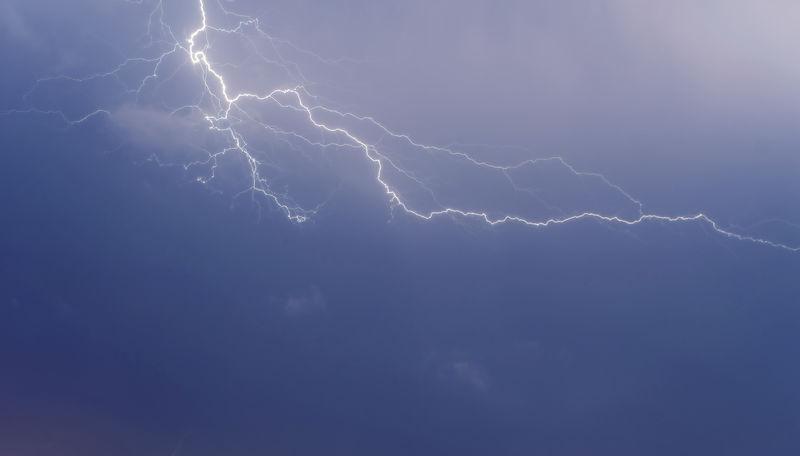 云对地闪电