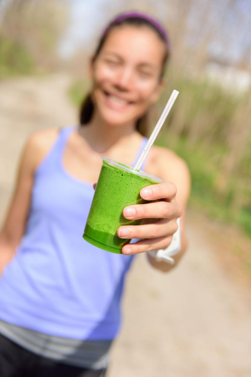 绿色蔬菜冰沙-健康饮食理念