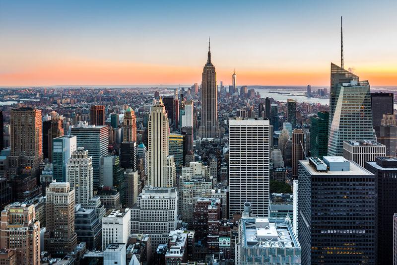 日落时的纽约天际线