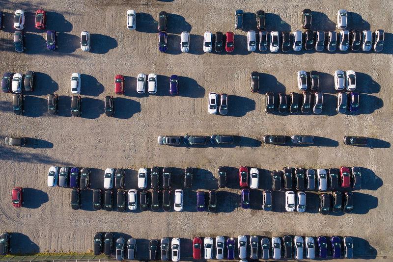 多车停车场鸟瞰图
