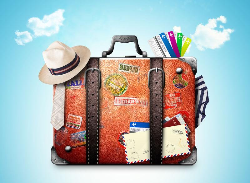 带旅行贴纸的旅行者的复古手提箱