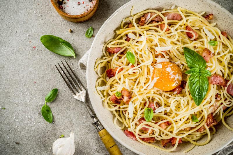 传统意大利面食-培根意大利卡巴拉面条