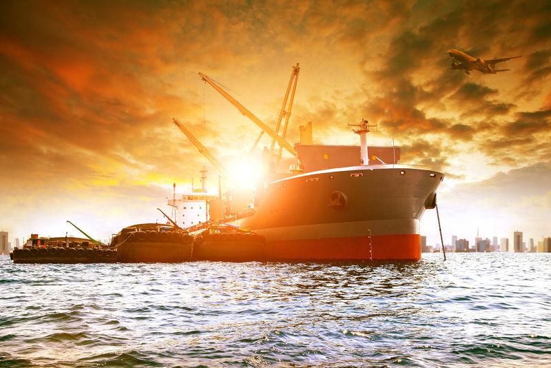 城市港内大型集装箱船装载业产品及上空货机