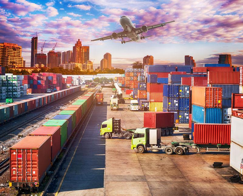 商业物流理念-平面-卡车和火车-物流进出口-摩天大楼背景