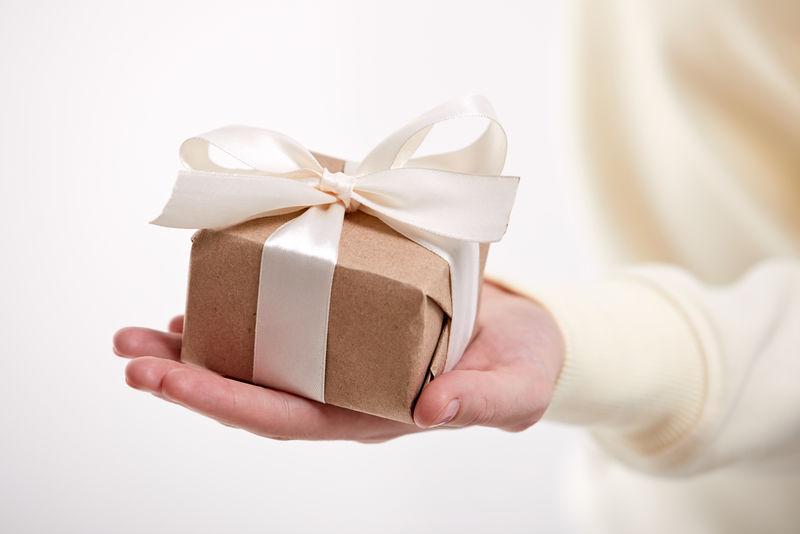 手握工艺礼品盒