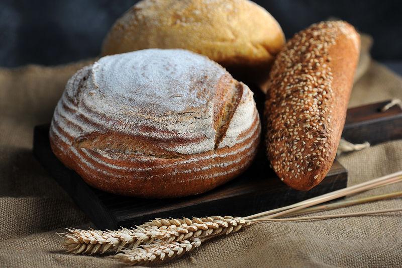 面包静物-面包和麦穗