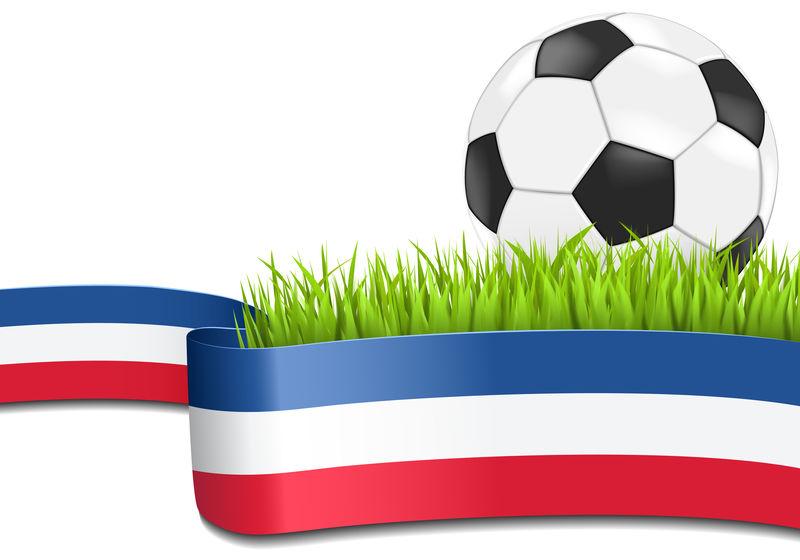 草地上的经典足球-背景上有俄罗斯国旗-Eps 10矢量文件