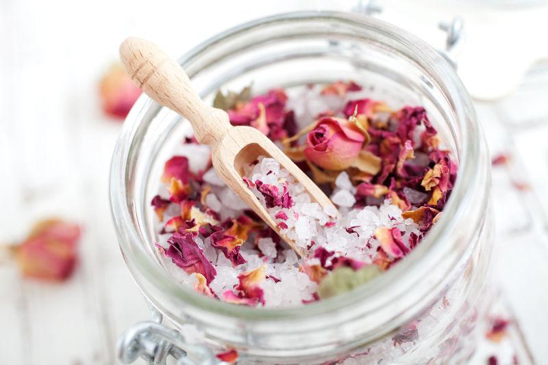 自制粉红玫瑰浴盐