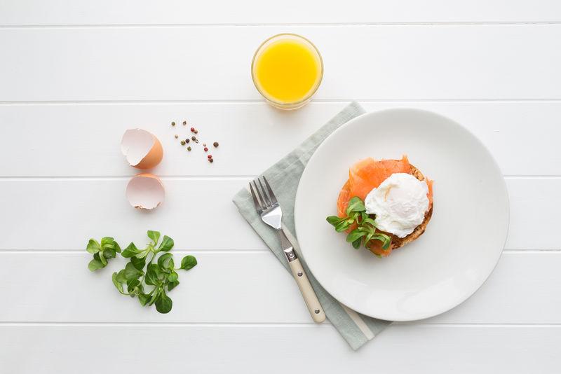 皇家荷包蛋健康早餐俯视图