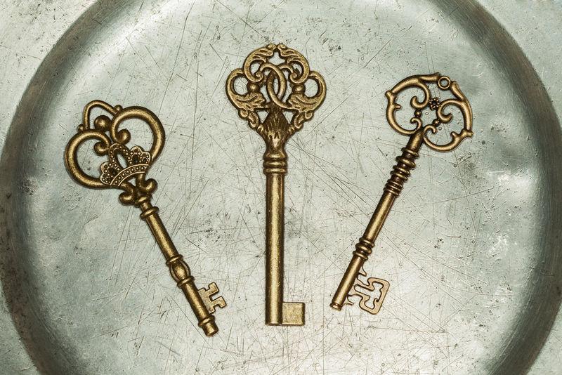 铁板上的三把金钥匙