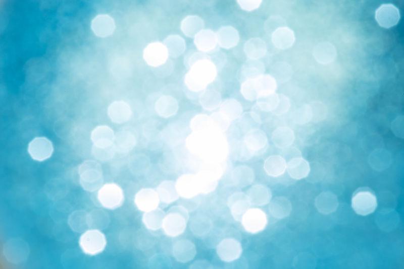 抽象的圣诞波克散焦金银灯