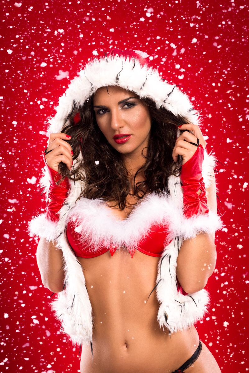 穿着圣诞老人服装的性感美女
