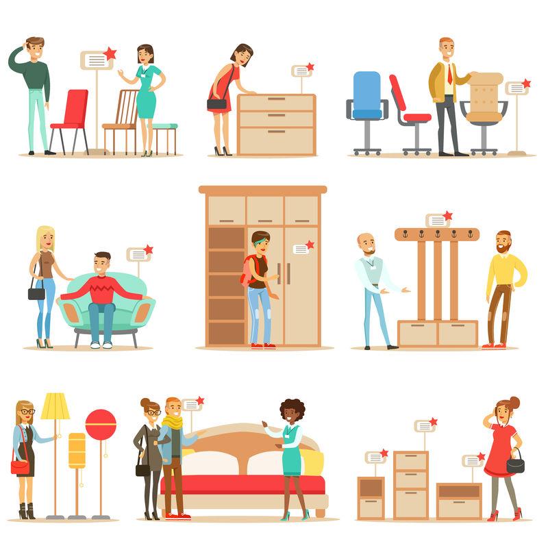 在家具店微笑的购物者,帮助专业的百货商店卖家购买家居装饰元素