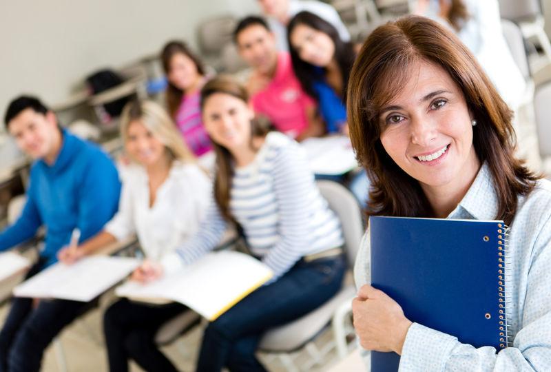 课堂里的老师学生