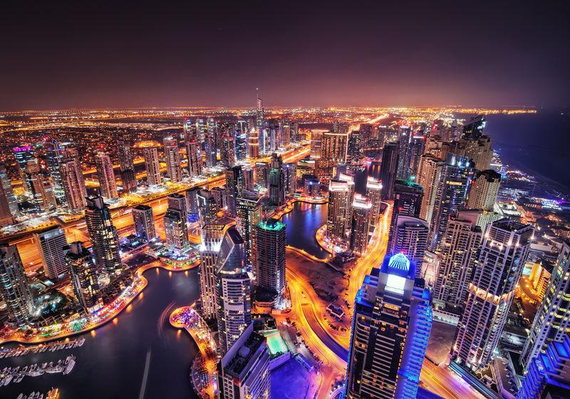 迪拜码头夜景。迪拜码头,联合酋长国