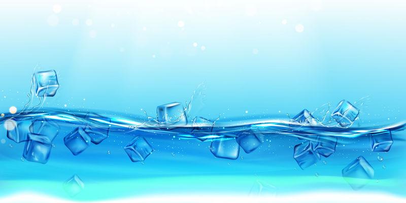 水花飞溅的冰块。