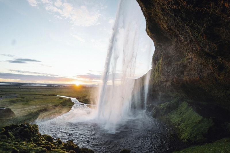 冰岛塞尔贾兰斯沃斯瀑布后视图