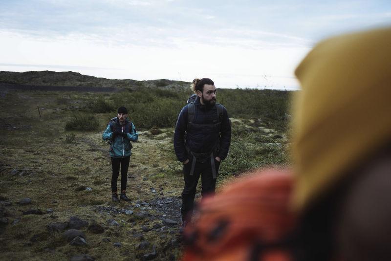 在冰岛南海岸徒步旅行的人
