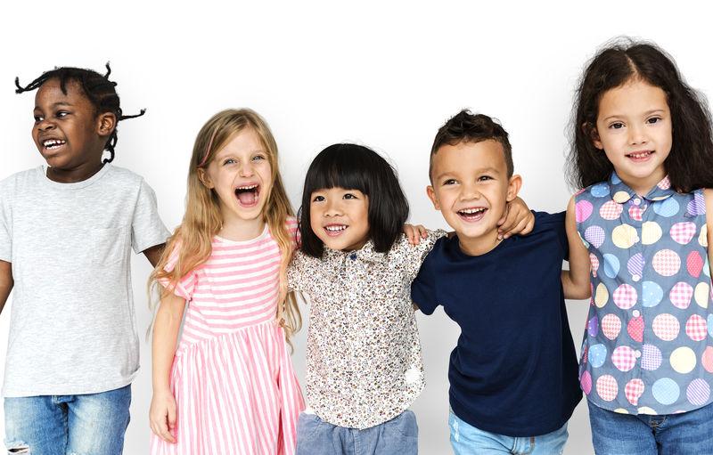 一群活泼开朗的孩子