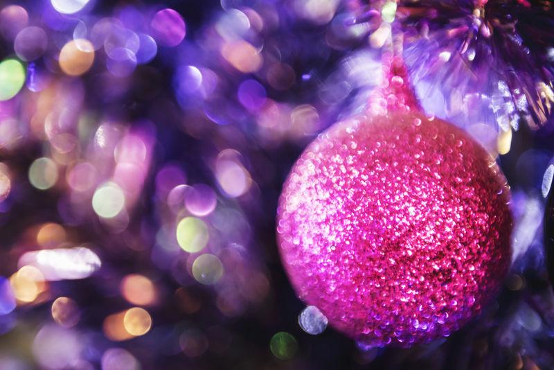 闪亮粉色圣诞树背景