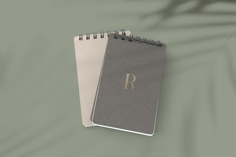 棕色笔记本封面模型插图