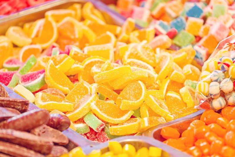 正在销售的各式各样的水果糖