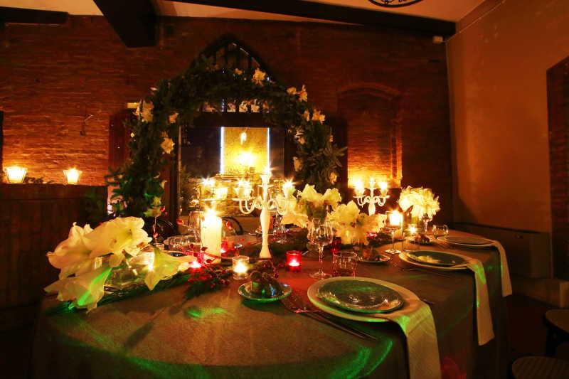 圣诞节浪漫的烛光晚餐