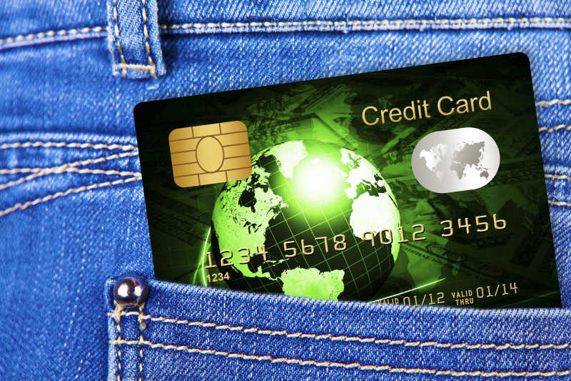 牛仔口袋里的银行信用卡