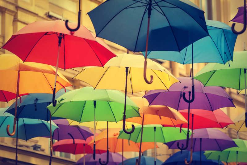 五颜六色的雨伞