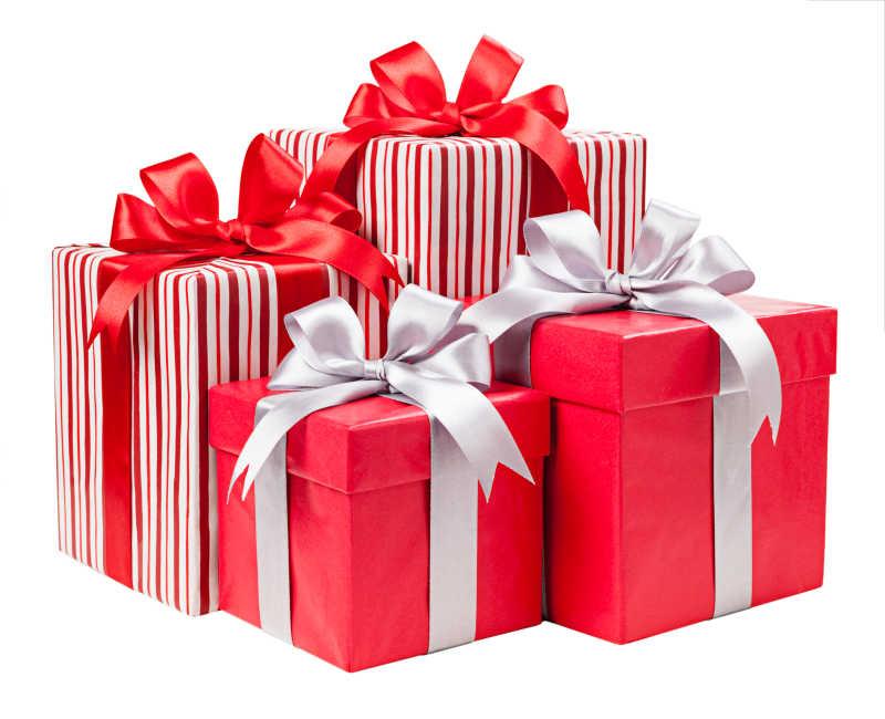 红色和条纹的礼品盒绑着漂亮的丝带