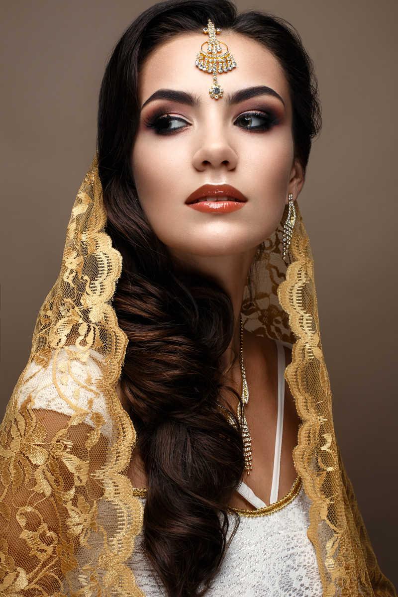 棕色长卷发印度美女