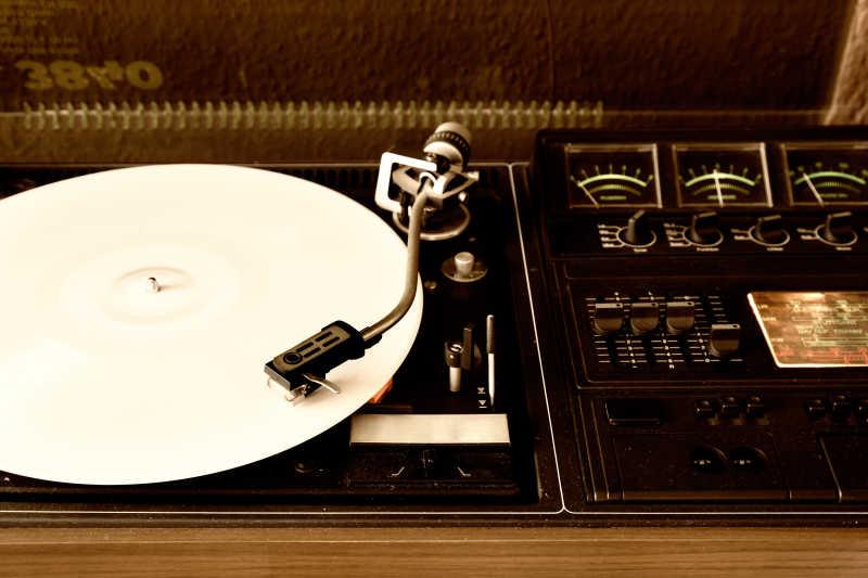 音频唱片调节器