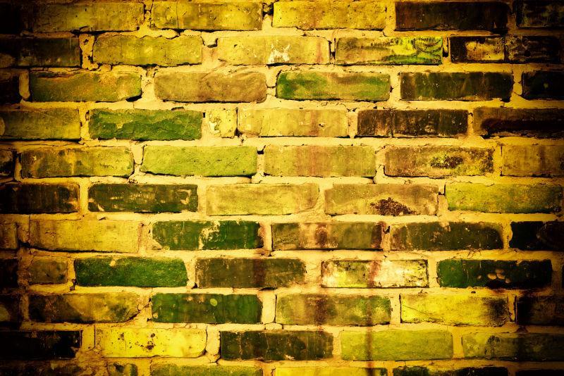 有裂缝和裂缝的砖墙结构