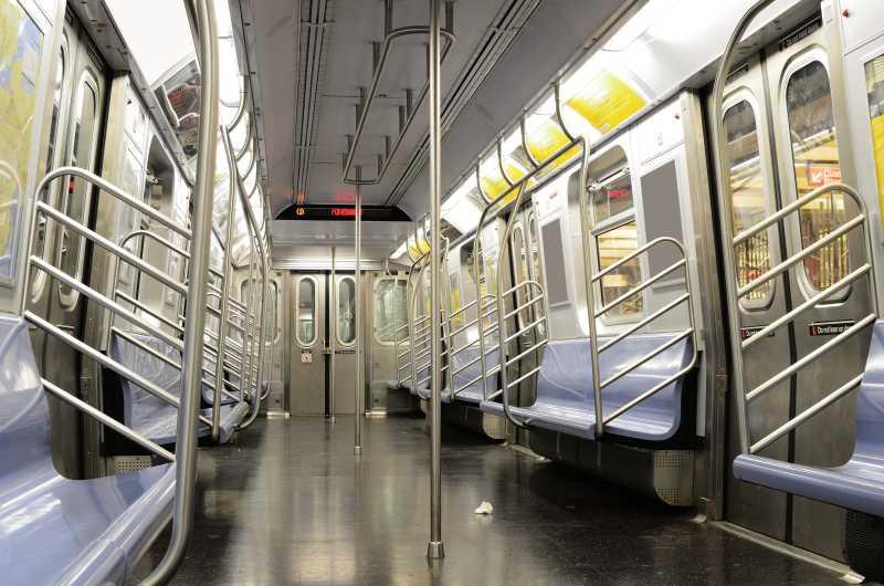 地铁空车厢