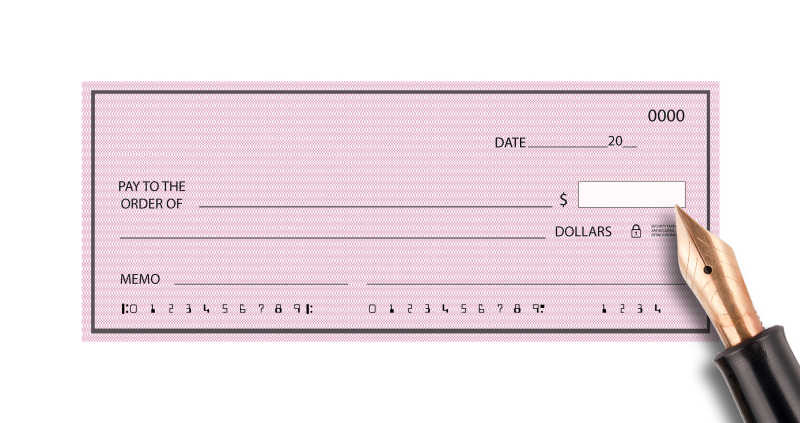 粉色支票和钢笔