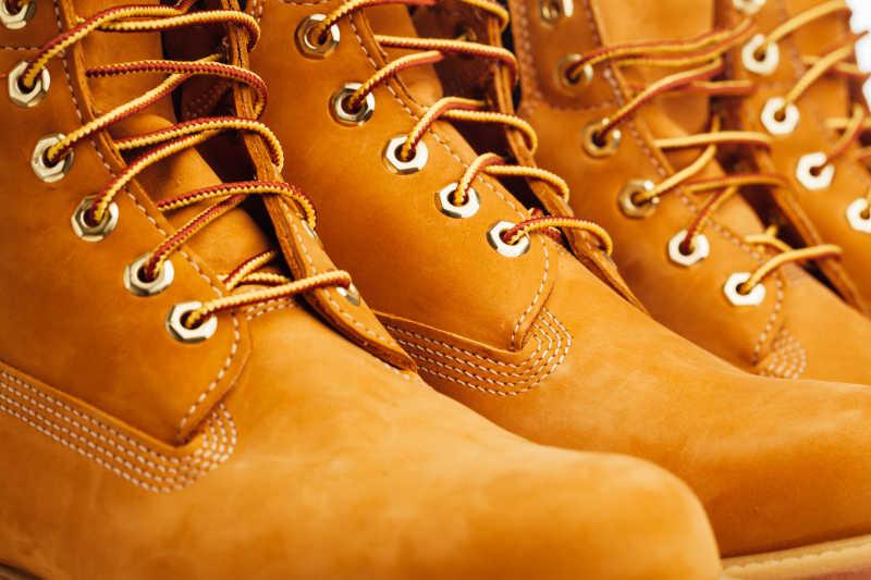 棕黄色靴子