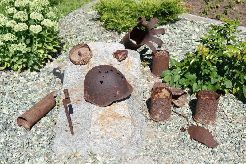 遗迹挖掘出来的考古物品