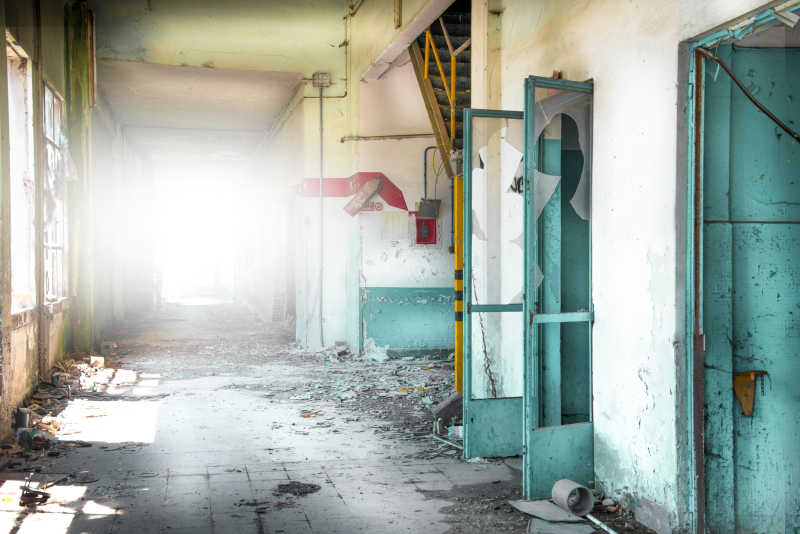 废弃工业建筑内部照明